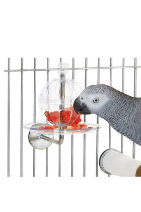 Deze Buffet Ball kan gemakkelijk aan de kooi worden geïnstalleerd. De bal van acryl welke is voorzien van sleuven, draait en glijdt op en neer over een roestvrijstalen kabob zodat jouw vogel wordt geprikkeld om te werken voor hun eten.