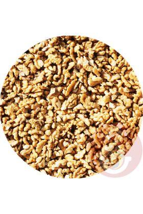 Walnoten zijn éénvan demeest gezonde noten door omega-3 vetten, vitaminen, mineralen en antioxidanten. Mede hierdoor is walnoot een zeer geschikte snack voor jouw vogel.