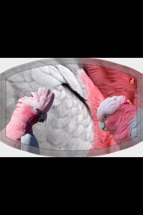 Deze niet-medische mondkapjes met Rose Kaketoe design zijn herbruikbaar, wasbaar op 60 graden celcius en zijn vervaardigd van een polyester stof waardoor ze niet nat worden van vochtige adem.