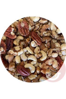 Deze noten-mix is met zorg samengesteld. Door de verschillende soorten noten is het een ware traktatie van voedingsstoffen zoals vezels, mineralen, vitaminen, eiwitten en magnesium.