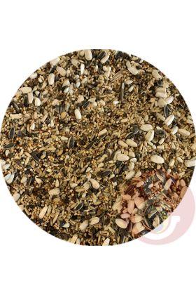 Dit premium zaadmengsel is speciaal samengesteld voor de Pyrrhura. Deze mengeling heeft een variatie van 16 verschillende granen / zaden.